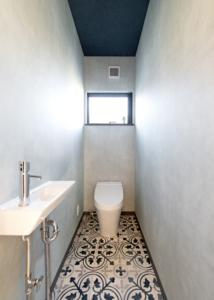ブルーでまとめた可愛いトイレ