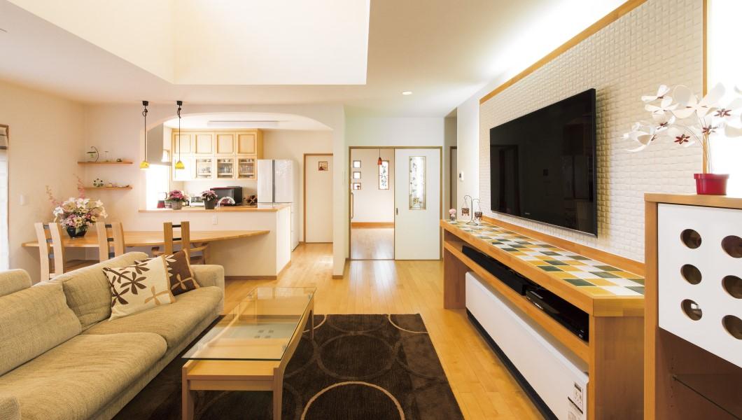 リビングにはグランドピアノ、広々・工夫満載の家